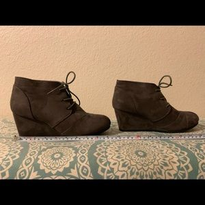 Dream Pairs grey wedge size 9 1/2